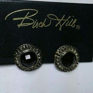 Botton style pierced earrings